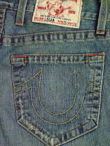 TRUE RELIGION LOGAN 411掲載